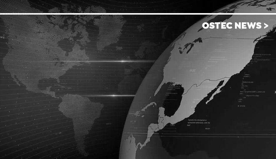 Metade de um globo e parte de um mapa vetorizado em preto e branco.