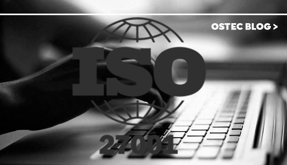 logo ISO 27001 vetorizado sobre um teclado de notebook