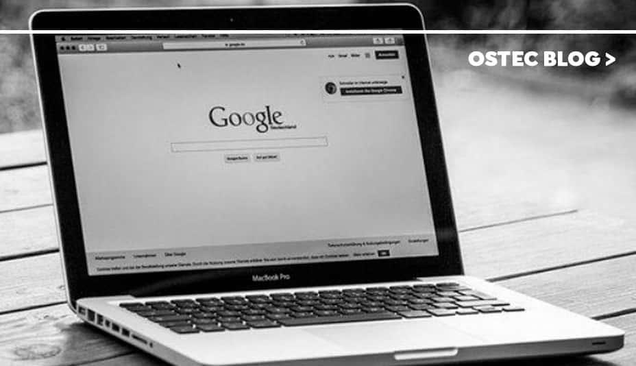 Site Google aberto em um notebook