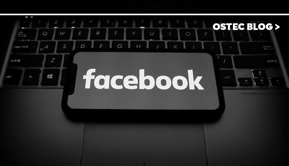 'facebook' escrito em tela de smartphone